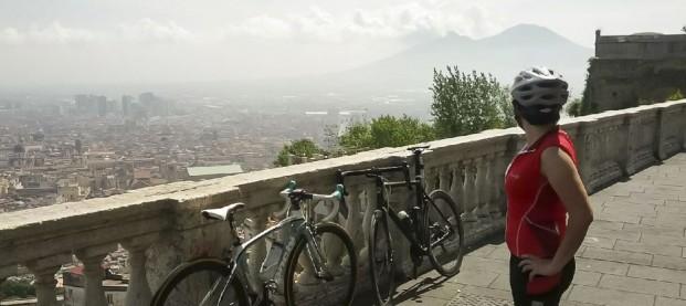 Cicloturismo a Napoli: vibrazioni partenopee