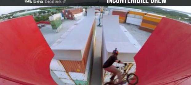"""Drew Bezanson è """"incontenibile"""" nel suo nuovo video acrobatico"""