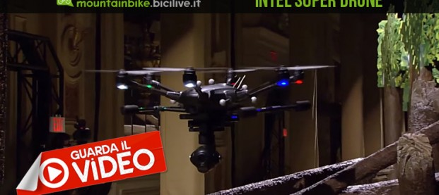 Il nuovo super drone di Intel che ti filma in mezzo agli alberi